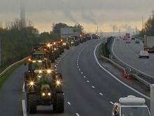 Бунт в Париже: фермеры перекрыли тракторами основные магистрали
