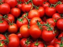 Вышел вчера из магазина, смотрю — стоит напротив, на улице, автолавка с овощами. А мне как раз помидоры были нужны. Подхожу, спрашиваю: «Почем?». А тетушка-продавщица такая и говорит: - Вот, дагестанские, по 170 рублей, а эти — турецкие — по 120...