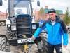 Житель Свердловской области, который путешествует на тракторе в Крым, примет участие в гонках Бизон-Трек-Шоу